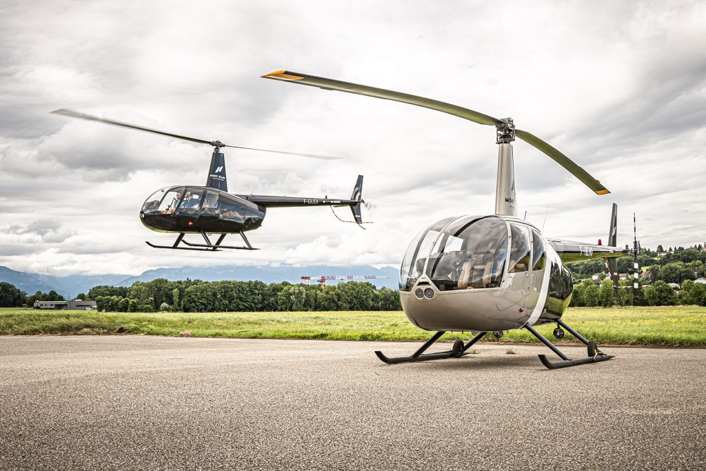 Initiation flights - Robinson R22 - Mont Blanc Hélicoptère Lyon